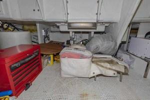 61' Viking Sport Cruiser 2003 Lazarette