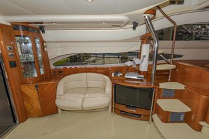 61' Viking Sport Cruiser 2003 Salon to Port