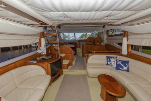 61' Viking Sport Cruiser 2003 Salon to Port