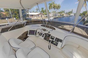 61' Viking Sport Cruiser 2003 Helm