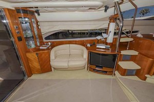 61' Viking Sport Cruiser 2003 Salon to Starboard