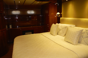 82' Hargrave Flybridge Motor Yacht 2001 Master Cabin Looking to Starboard