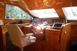82' Hargrave Flybridge Motor Yacht 2001 Helm