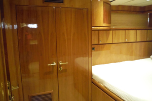 82' Hargrave Flybridge Motor Yacht 2001 Cabin Looking Aft