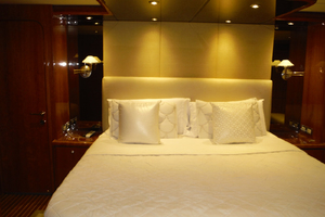 82' Hargrave Flybridge Motor Yacht 2001 Master Cabin
