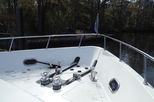 82' Hargrave Flybridge Motor Yacht 2001 Windlass Detail