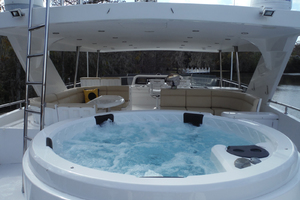 82' Hargrave Flybridge Motor Yacht 2001 New Hot Tub