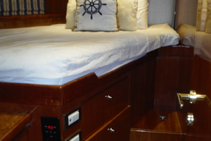 82' Hargrave Flybridge Motor Yacht 2001 Port Double Cabin