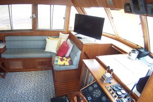 44' Island Gypsy Aft Cabin Motoryacht 1997 Saloon to Port Forward