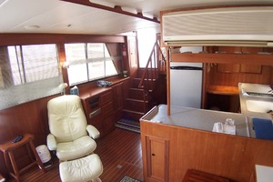 44' Island Gypsy Aft Cabin Motoryacht 1997 Saloon and Galley to Rear