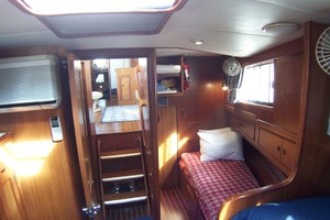 44' Island Gypsy Aft Cabin Motoryacht 1997 Quarter Berth in Forward Cabin