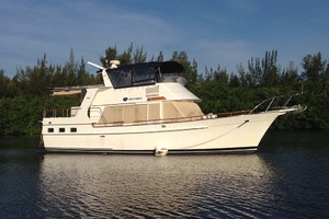 44' Island Gypsy Aft Cabin Motoryacht 1997 At Anchor