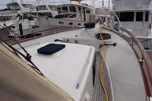 44' Island Gypsy Aft Cabin Motoryacht 1997 Fore Cabin and Deck