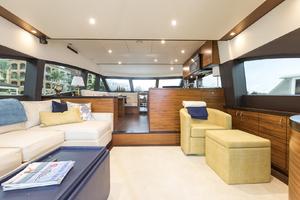 60' Hatteras 60 Motor Yacht 2013 Salon