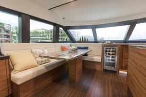 60' Hatteras 60 Motor Yacht 2013 Dinette