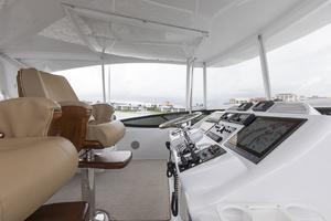 60' Hatteras 60 Motor Yacht 2013 Helm