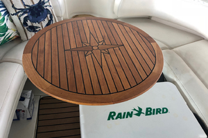 38' Sea Ray 380 Sundancer 2003 Cockpit table