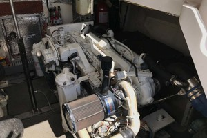 36' Luhrs 36 Open 2005 Engine Room
