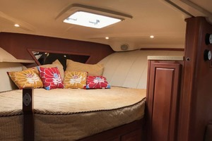 36' Luhrs 36 Open 2005 Fwd Berth