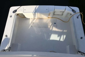 36' Luhrs 36 Open 2005 Cockpit