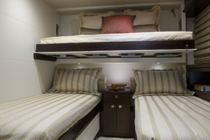 105' Hatteras Raised Pilothouse 2020 Guest Stateroom