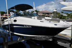 26' Sea Ray 260 Sundeck 2011 This 2011 Sea Ray 26' 260 Sundeck for sale - SYS Yacht Sales