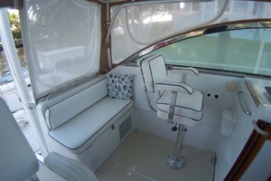 36' Sabre Express MK ll 2000 Bridgedeck Seating to Port