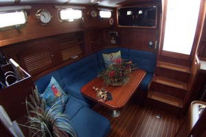 36' Sabre Express MK ll 2000 Convertible Settee to Berth