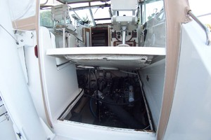 36' Sabre Express MK ll 2000 Electric Bridgedeck lift with Access to Engine Compartment