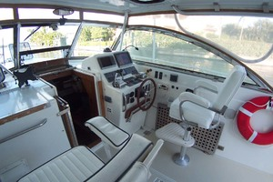 36' Sabre Express MK ll 2000 Helm to Stbd