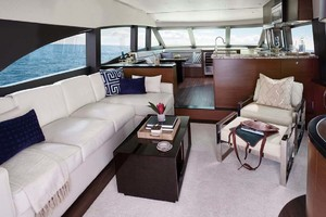 60' Hatteras M60 2020 Salon
