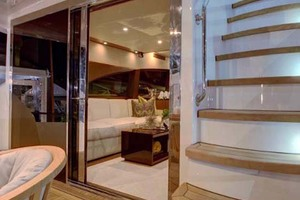60' Hatteras M60 2020 Salon Entry