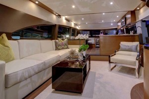 60' Hatteras M60 2019 Salon