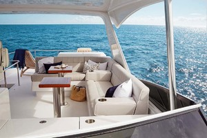 60' Hatteras M60 2019 Flybridge Seating (XL)