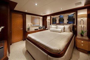 DREAM WEAVER is a Christensen 1990 Yacht For Sale in Fort Lauderdale-Guest 2-31