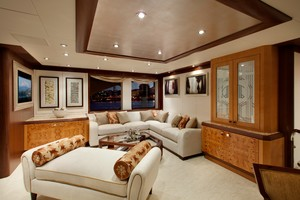 DREAM WEAVER is a Christensen 1990 Yacht For Sale in Fort Lauderdale-Sky Lounge 1-18