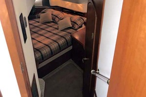 44' Cruisers Yachts 4450 2002 Master Stateroom Entry from Salon