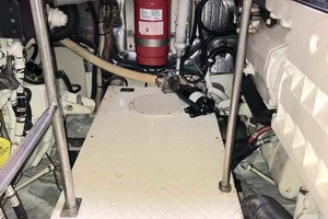 44' Cruisers Yachts 4450 2002 Engine Room Looking Aft