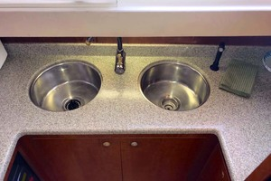 44' Cruisers Yachts 4450 2002 Galley Stainless Steel Sinks