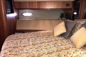 44' Cruisers Yachts 4450 2002 Forward Stateroom Port Looking Aft