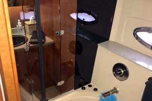 44' Cruisers Yachts 4450 2002 Aft Head Glass Entry Doors to Jacuzzi