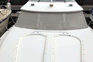 44' Cruisers Yachts 4450 2002 Foredeck Looking Aft