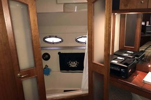 44' Cruisers Yachts 4450 2002 Master Stateroom Private Entry to Jacuzzi Shower