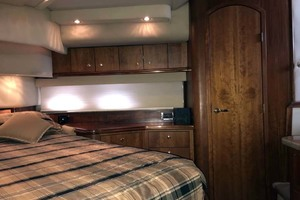 44' Cruisers Yachts 4450 2002 Master Stateroom Looking Port