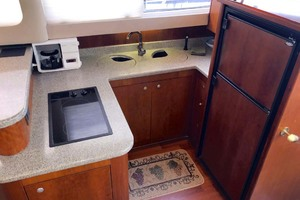 44' Cruisers Yachts 4450 2002 Galley