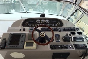 44' Cruisers Yachts 4450 2002 Helm Command Center