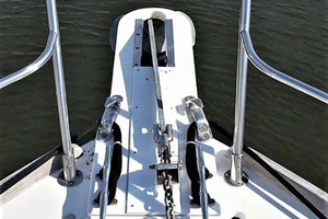 42' Sabre 42 Flybridge 2002 Windlass and Pulpit