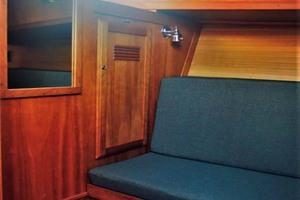 42' Sabre 42 Flybridge 2002 Second Stateroom