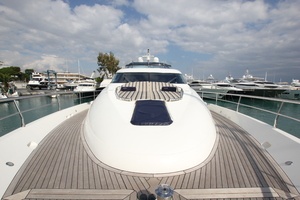 78' Fairline 78 Squadron 2009 Foredeck