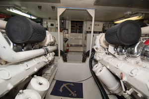 58' Viking Sport Fish 1998 ENGINE ROOM